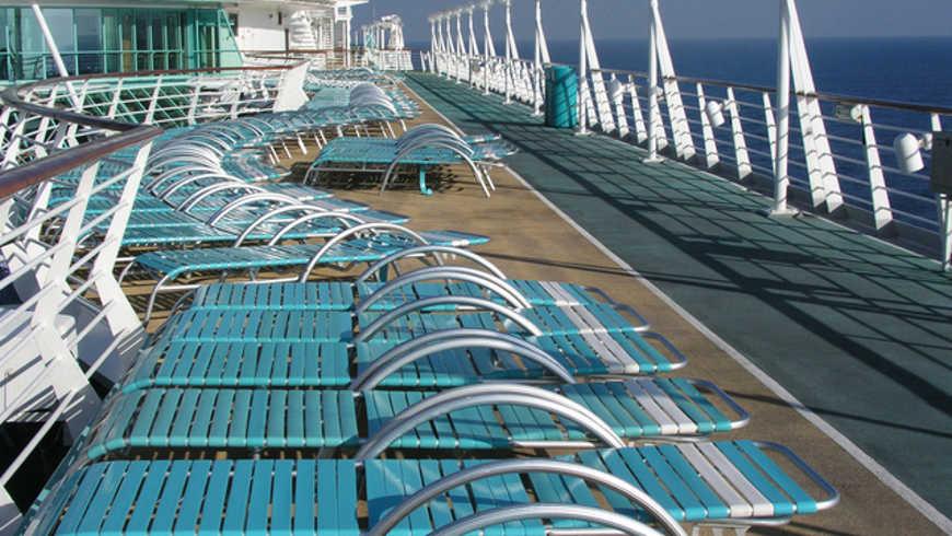 Zonnedek op cruise