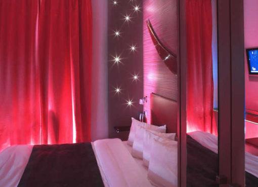 Hotel banks minimalistisch design hotel in antwerpen for Top design hotels europa